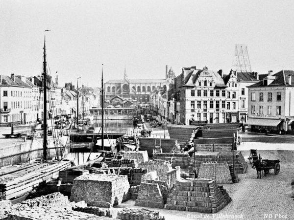 Bassin des marchands avec les quais et l'église Sainte-Catherine en fond, ancienne photo vers 1900