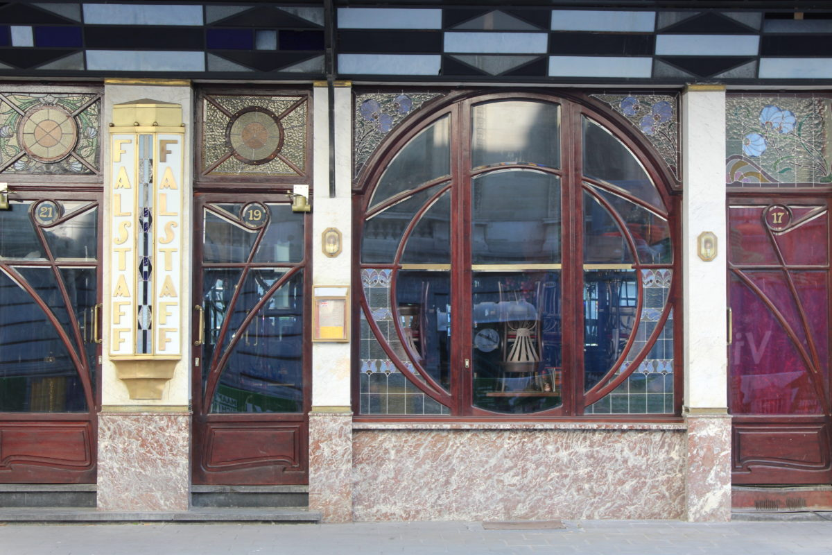 Photo de la devanture de la brasserie Falstaff près de la Bourse