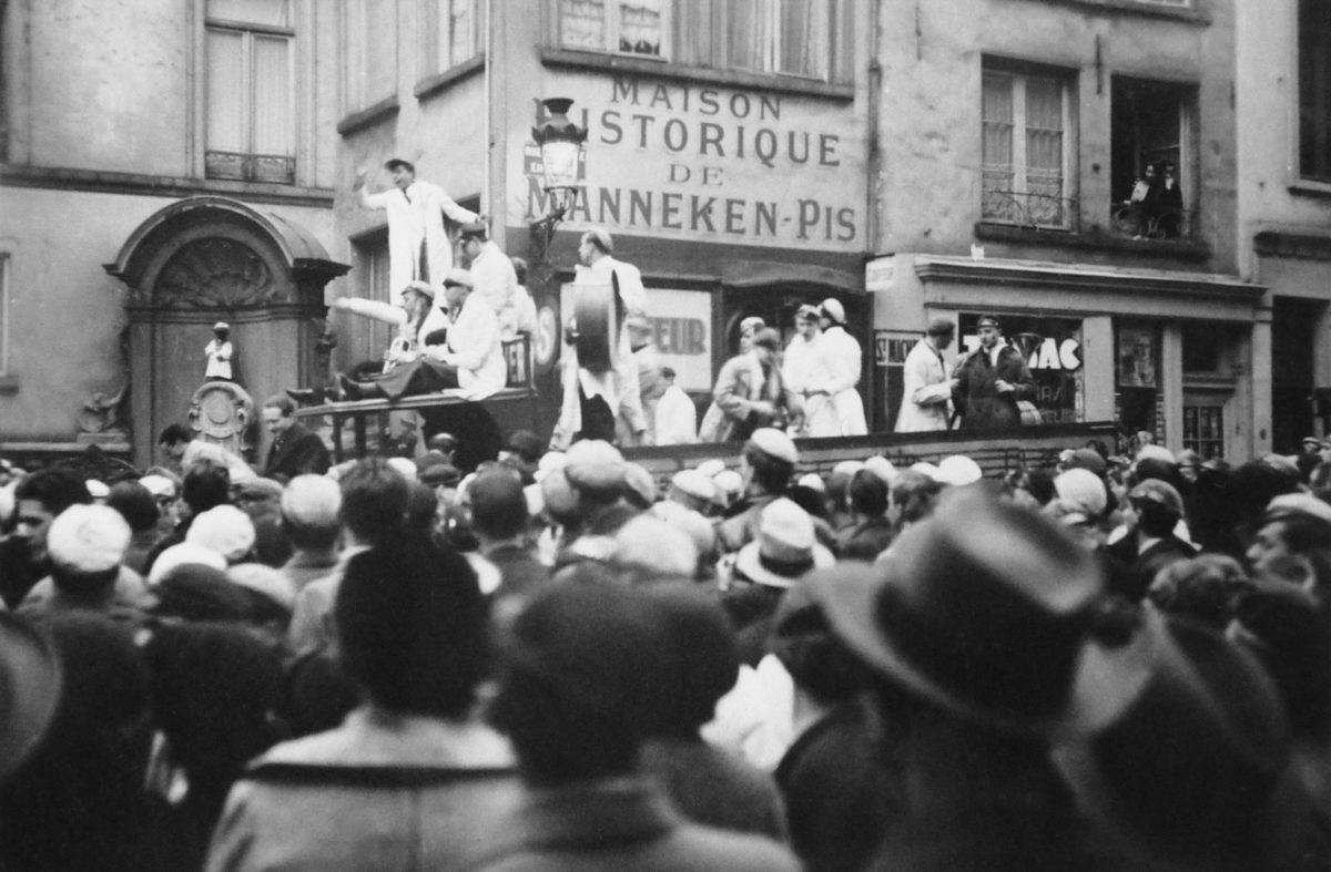 Verre de l'amitié à L'hôtel de Ville de Bruxelles pour démarrer les festivités, 1935, Archives de l'ULB