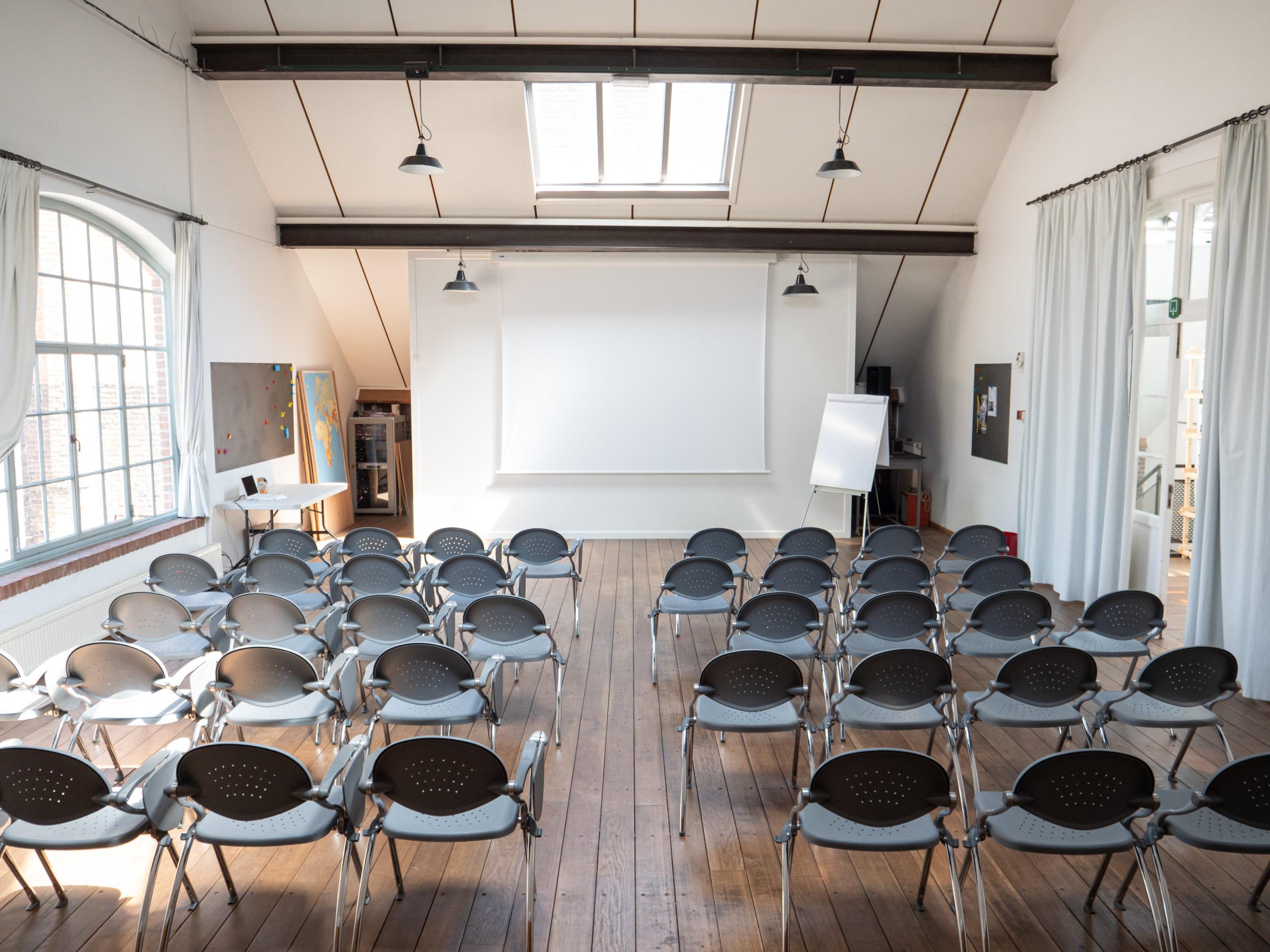 Salle des Ciseleurs installée en mode conférence