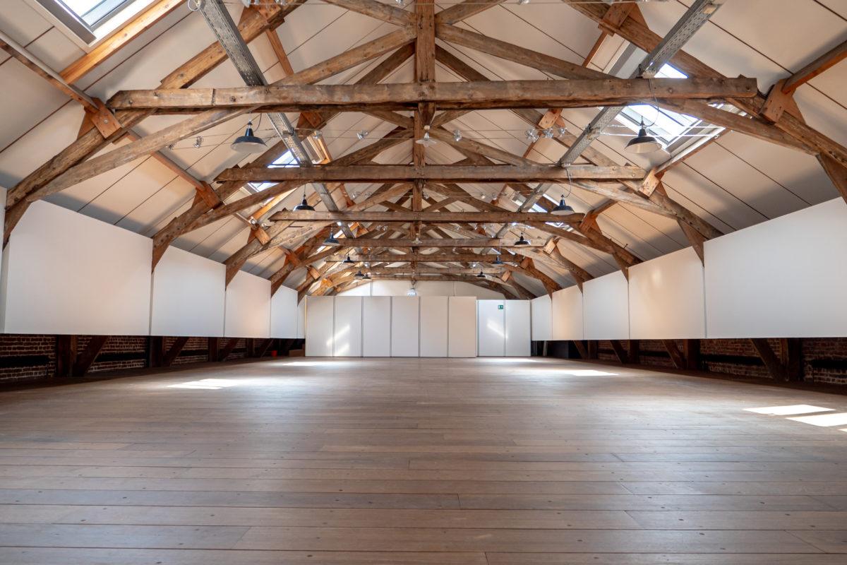 Grande salle des dessinateurs à la charpente en bois
