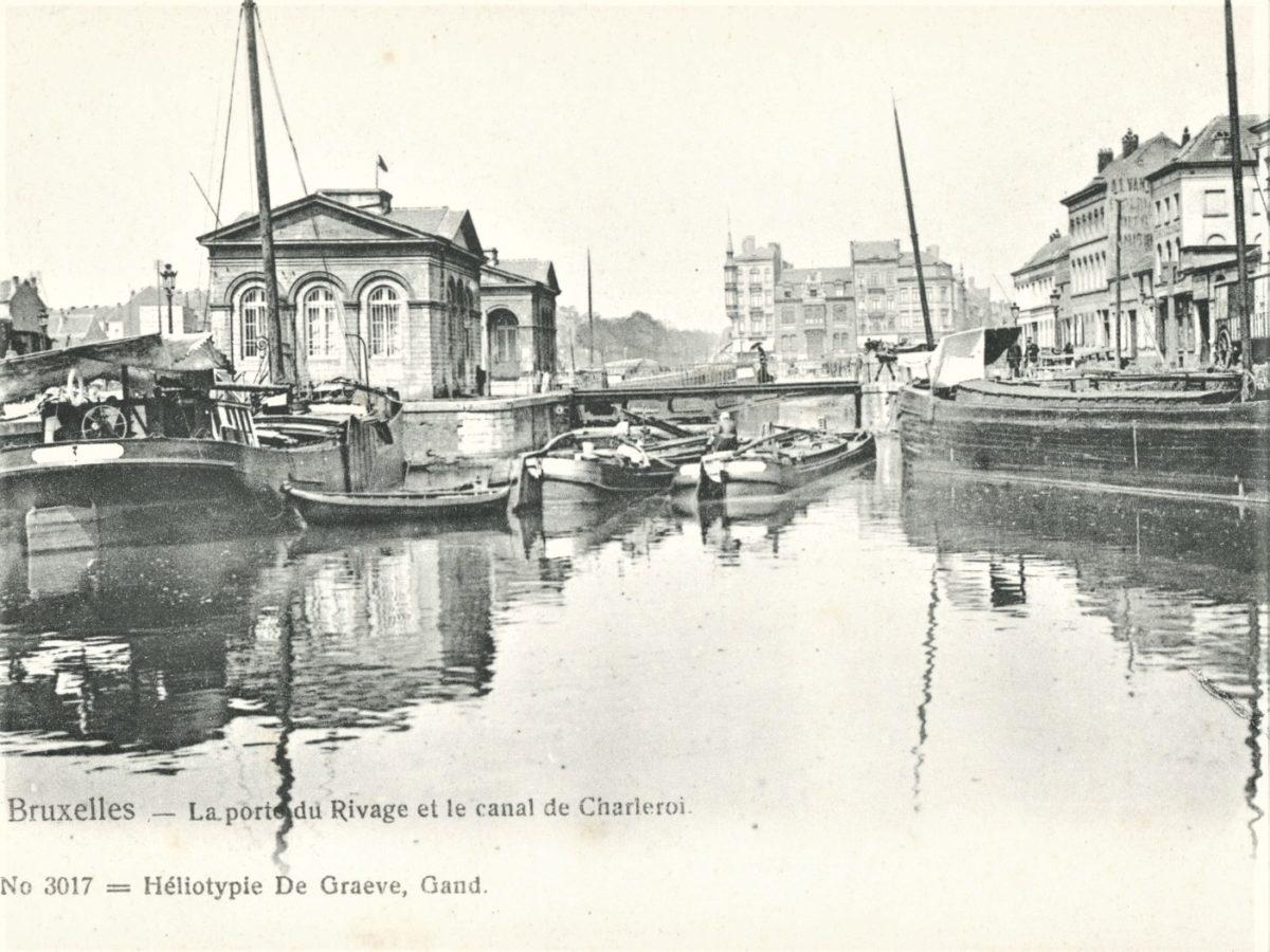 ancienne carte postale de la porte du rivage et du canal de Charleroi