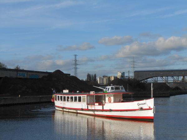 Le bateau la Gueuse sur le canal de Charleroi