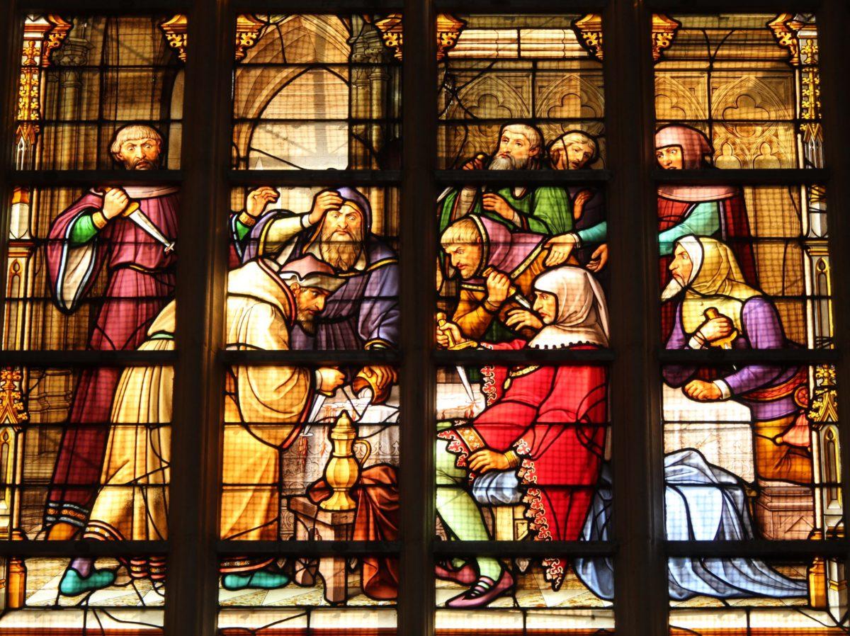 Vitrail de la Profanation des hosties, légende du Saint-Sacrement de miracle, cathédrale des Saints-Michel et Gudule